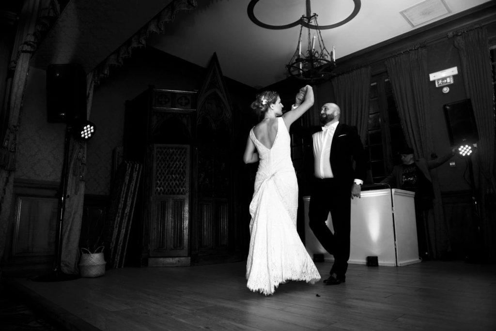 cours de danse à domicile au Taillan pour une valse de mariage à Pessac. Des mariés devenus fins danseurs. Professeur de danse diplômé à Bordeaux et la CUB