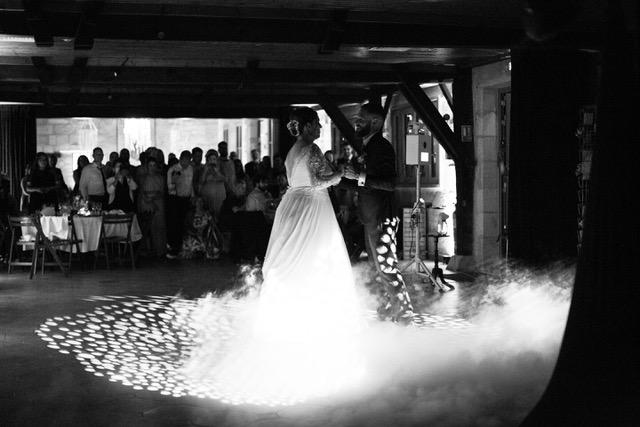 ouverture de bal classique à bordeaux, bruges, pessac, talence, cours de danse, EVJF, danse animation, Nos professeurs se déplace jusqu'à votre mariage, votre événement de danse. Viladanse propose des danses de couples, et danses de salon comme le tango, rock, salsa, chachacha, valse...
