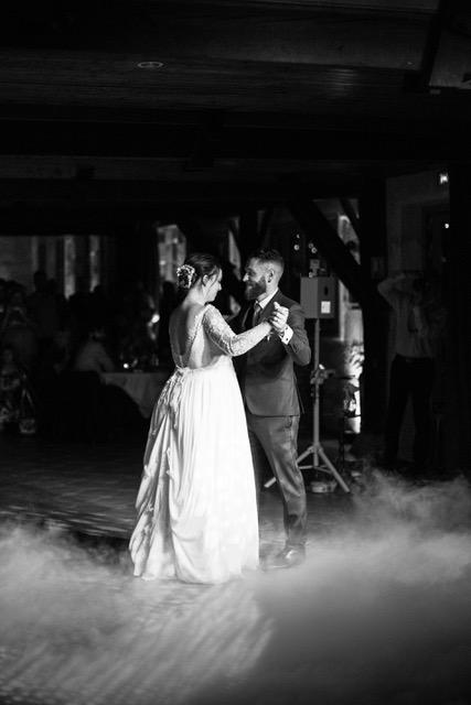 danse mariage, valse mariage, cours de danse de salon, apprenez à danser pour votre chorégraphie de mariage personnalisée à Bordeaux, gironde, talence, pessac, bouliac, libourne, saint-andré de cubzac. Prenez un professeur de danse privé à domicile pour tous vos cours de danses de salon, rock, salsa, tango. Mariage gay. ouverture de bal mariage gay.
