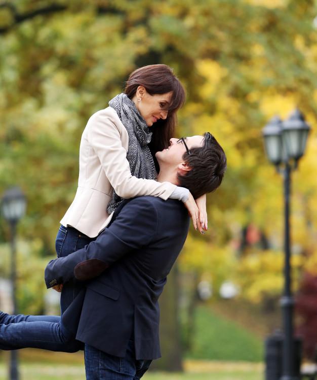 Valse de mariage, rock, tango mariage, apprenez à danser avec Viladanse où vous voulez, at home, à l'extérieur, en salle privée. Notre zone de chalandise se trouve sur Bordeaux et la CUB jusqu'à Libourne