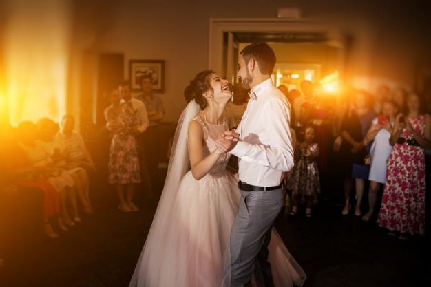 première danse mariage gironde, valse mariage, danse à domicile, rock, tango, valse mariage, viladanse et ses professeurs de danse à domicile à Bordeaux, bruges, talence, pessac, mérignac, bouliac.