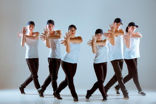 Une danse pour l'EVJF de votre amie et témoin, une chorégraphie de danse pour le mariage de votre copine, un flash-mob personnalisée à Bordeaux et la CUB