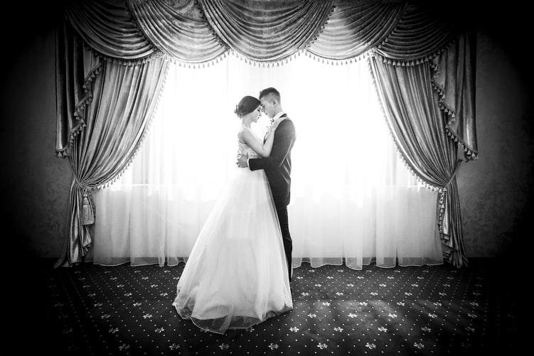 Première danse, Ouverture de bal adaptée aux futurs mariés. Cours de danse particulier en salle à Talence ou à domicile en gironde, Bordeaux, pessac, gradignan, le bassin, Arcachon, libourne, medoc, eysines... Apprendre la valse, le tango, le rock, un medley fun !
